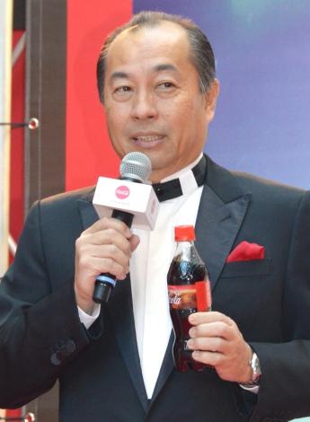 """トレンディエンジェルの""""ハゲ""""ネタに便乗したソムリエの田崎真也氏=『コカ・コーラ』新グローバルキャンペーンPRイベント(C)ORICON NewS inc."""