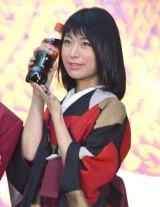 『コカ・コーラ』新グローバルキャンペーンPRイベントに出席した書道家の涼風花氏 (C)ORICON NewS inc.