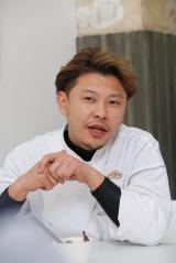 「大覚寺カフェ」バレンタイン特別イベント用試食会に出席した田中二郎シェフ