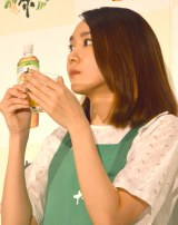 『健康十六茶cafe ROKUZOU ROPPU YON-MIKAKU』オープニングイベントで一日店長を務めた新垣結衣 (C)ORICON NewS inc.