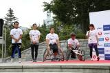 第一区を担当したゲストランナーの5人(左から)ELLY、秋元才加、藤本怜央選手(車椅子バスケットボール選手)、野澤英二氏(長野パラリンピック バイアスロン競技 銀メダリスト)、高橋尚子氏