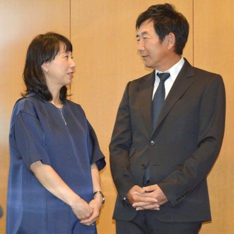 サムネイル 妊娠8ヶ月のふっくらお腹で登場した東尾理子と夫・石田純一 (C)ORICON NewS inc.
