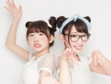 """動画投稿アプリで大ブレイクした福島の女子高生""""まこみな""""(左から)まこ、みなみ"""