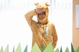 2月10日放送、テレビ東京系ドラマスペシャル『最上の命医2016』では、主演の斎藤工お得意の(?)被り物シーンも。連続ドラマではカブトムシの被り物をしていたが、今回はキリンの「じらふマン」に(C)テレビ東京