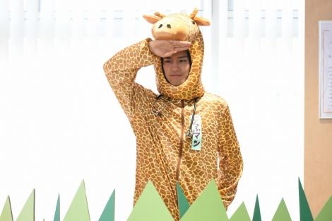 2月10日放送、テレビ東京系ドラマ『最上の命医2016』主演の斎藤工。キリンの被りもので登場するシーンも (C)テレビ東京