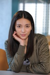 テレビ朝日系ドラマ『スミカスミレ〜45歳若返った女』で20歳の大学生を演じる秋元才加(C)テレビ朝日