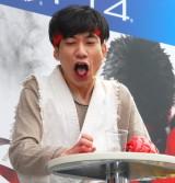 罰ゲームで飲んだ苦いお茶に悶絶…=PS4ゲームソフト『ストリートファイターV』発売記念「喰らえ、波動拳!キャンペーン発表会』 (C)ORICON NewS inc.
