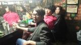 3人組ユニットPEACE$TONEではasuka名義でボーカルを担当する福田明日香(右)