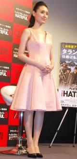 胸元がざっくり開いたピンクのワンピース姿で登場した栗山千明 (C)ORICON NewS inc.