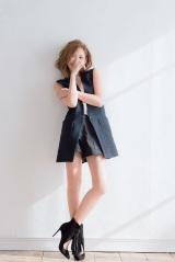 『sweet』3月号で春の新作ファッションシューティングに挑戦&「愛と人生」を語った紗栄子(宝島社)