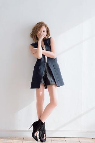 サムネイル 『sweet』3月号で春の新作ファッションシューティングに挑戦&「愛と人生」を語った紗栄子(宝島社)