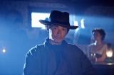 『荒野のピンカートン探偵社』DVD-BOX1(第1話から第12話を収録)、同DVD-BOX2(第13話から最終第22話を収録)が発売中。ケンジ・ハラダ役でディーン・フジオカが出演(C)Pink Series, Inc.