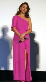 ピンクのドレスで登場した高橋メアリージュン=映画『復讐したい』舞台あいさつ (C)ORICON NewS inc.