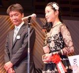 『第70回毎日映画コンクール』表彰式に出席した藤野涼子(右) (C)ORICON NewS inc.