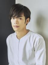 田中を演じる小野賢章「絶対面白いです!!お楽しみに!」とアピールしている