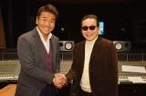 実写版『バカボン』の主題歌を担当するタモリ(右)とパパ役の上田晋也(C)日本テレビ