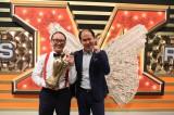 優勝賞金1000万で作られた羽根にホクホク顔のトレンディエンジェル