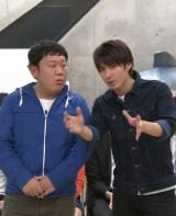 高校時代の同級生とコンビを結成した三ちゃん(左) (C)フジテレビ