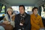 51歳の弟・保(遠藤憲一)が結婚しようとしている相手が28歳も年下と聞いてヤキモキ(C)関西テレビ