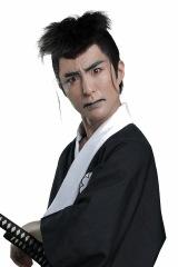 志賀大八役の岩�ア真吾=舞台『磯部磯兵衛物語〜浮世はつらいよ〜』