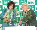 『グリーンジャンボ宝くじ』発売開始記念イベントに出席した(左から)米倉涼子、所ジョージ (C)ORICON NewS inc.