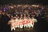 話題のテレビアニメ『おそ松さん』のオープニングテーマを歌う6人組、A応P(エーオウピー)が都内でライブを開催(撮影:辺見真也)