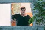 バカボン一家の隣人役で出演するマツコ・デラックス=スペシャルドラマ『天才バカボン』の場面写真 (C)日本テレビ