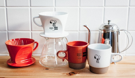 サムネイル 「スヌーピーミュージアム」内で販売される、老舗コーヒー器具メーカー「Kalita」とのコラボアイテム (C) Peanuts Worldwide LLC