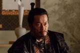 NHK大河ドラマ『真田丸』第8回「調略」より。昌幸が北条についたと知った景勝(遠藤憲一)は…(C)NHK