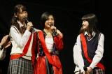 4・13発売の新曲のセンターを務めるHKT48・兒玉遥(中)、初選抜入りの田中菜津美(左)、松岡はな(右)(C)AKS