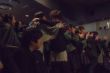 ユニバーサル・スタジオ・ジャパンの『進撃の巨人ザ・リアル2』アニメ声優陣と諫山創氏のサプライズ来場に驚きと歓喜のあまり泣き出すファンも