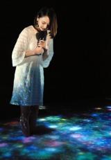 ハーバルの泉を体験する新垣結衣=コーセー『雪肌精』2016春新商品&プロモーション発表会 (C)ORICON NewS inc.