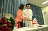 バースデーケーキに二人で入刀(C)関西テレビ
