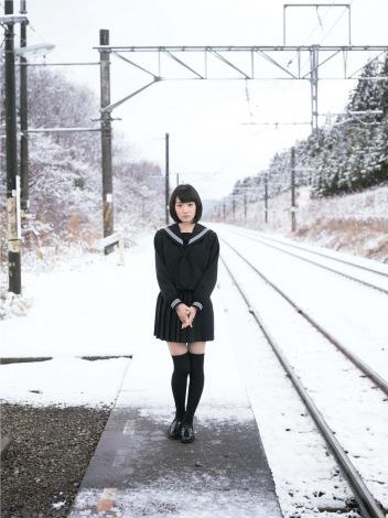 セーラー服姿も…生駒里奈1st写真集『君の足跡』より