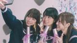 乃木坂46が新曲「ハルジオンが咲く頃」のMVを公開(左から西野七瀬、深川麻衣、白石麻衣)