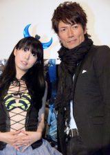 (左から)UFOアイドル・野中ひゆ、マイケル富岡 (C)ORICON DD inc.