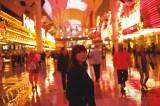最新写真集『スキャンダル中毒』(3月22日発売)の撮影地・ラスベガスで無防備な表情を見せる指原莉乃(撮影:細居幸次郎)