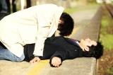 中村倫也(右)と菅田将暉の殴り合いシーンが公開