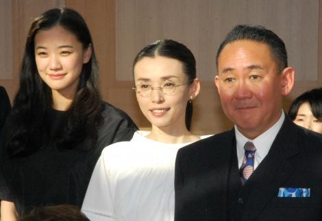 映画『家族はつらいよ』公開直前イベントに出席した(左から)蒼井優、中嶋朋子、林家正蔵 (C)ORICON NewS inc.