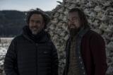 映画『レヴェナント:蘇えりし者』のアレハンドロ・G・イニャリトゥ監督(左)、主演のレオナルド・ディカプリオ(右) (C)2016 Twentieth Century Fox