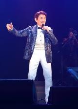 デビュー55周年記念シングル「今の向こうの今を」(5月25日発売)を初披露