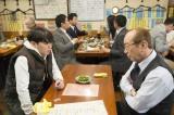 コント「初めての乾杯」のワンシーン(C)NHK
