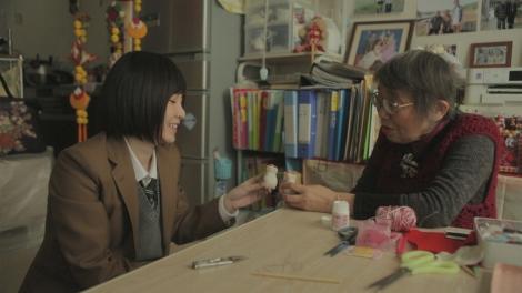 宮城県名取市を訪れたAKB48の岩田華怜『明日へつなげよう カレンの復興カレンダー2016春』3月7日放送(C)NHK