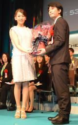 『第53回 宣伝会議賞』贈賞式の模様(左から)佐藤美希、今野和人 (C)ORICON NewS inc.