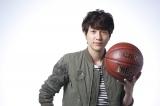 WOWOWで生中継されるNBAバスケットボール オールスターの現地取材を行うゆず・北川悠仁