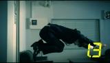 高伸縮性スーツ『HYBRIDBIZ』動画のラストはジャンプ土下座!