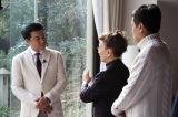 3月13日放送、テレビ朝日系『中山秀征の究極ハウス』 石原裕次郎邸を訪問した中山秀征(C)KBC