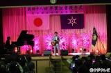 アンジャッシュ渡部建(左)の母校・都立日野高校の卒業式で「3月9日」を熱唱した藤巻亮太
