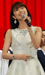 『プリキュアオールスターズ みんなで歌う♪奇跡の魔法!』完成披露親子試写会イベントで熱唱する新妻聖子 (C)ORICON NewS inc.