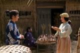大河ドラマ『真田丸』で主人公・真田信繁(左/堺雅人)をめぐり、梅(右/黒木華)ときり(奥/長澤まさみ)のバトルは見どころの一つ(C)NHK